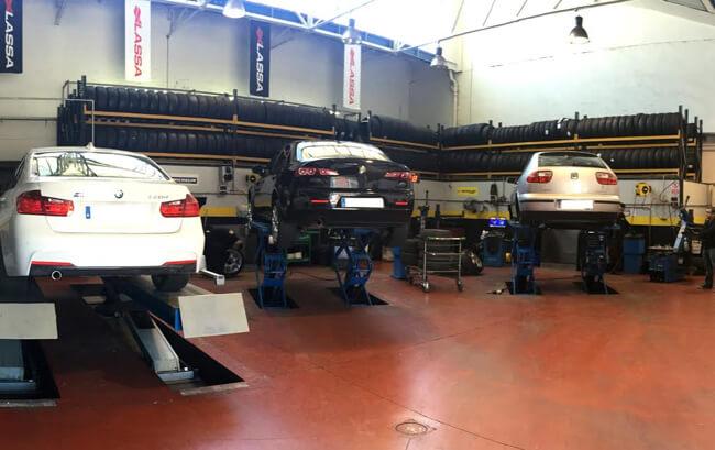 Fotografía interior taller de Neumáticos Km0