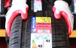 Primer plano de etiqueta de Neumáticos Nuevos marca michelin Pilot Sport 3