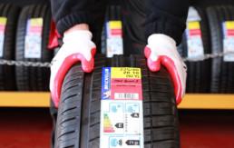 Neumático marca michelin Pilot Sport 3 con etiqueta explicativa especificaciones fabricante