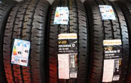 Neumáticos nuevos marca Ovation con etiqueta de fabricante