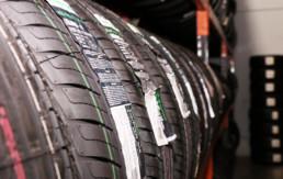 Neumáticos nuevos misma marca con etiqueta de fabricante