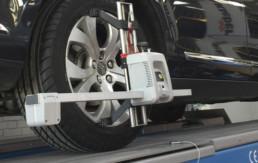 Primer plano neumático sometiéndose a labores de paralelo y equilibrado