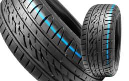 Neumáticos Nuevos fuera del embalaje. Raya de color azul en banda de rodadura