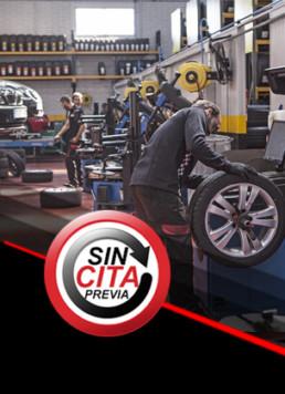 Interior de taller mecánico con 3 profesionales trabajando y logo inferior izquierda con el lema sin cita previa