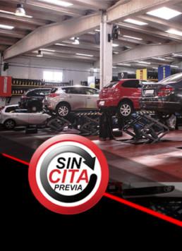 Fotografía a color del interior de un taller mecánico y logo frontal con el lema Sin cita previa
