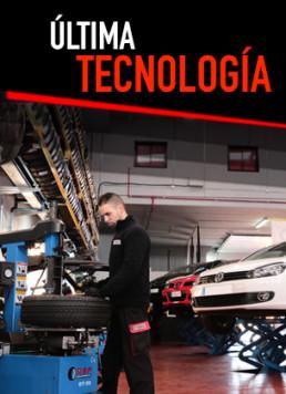 Interior de taller mecánico con trabajador en primer plano y rótulo superior con colores corporativos y la frase Última Tecnología