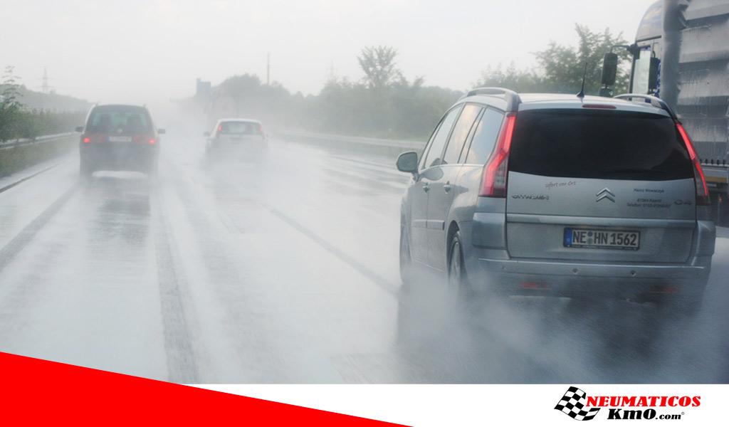 neumáticos-lluvia