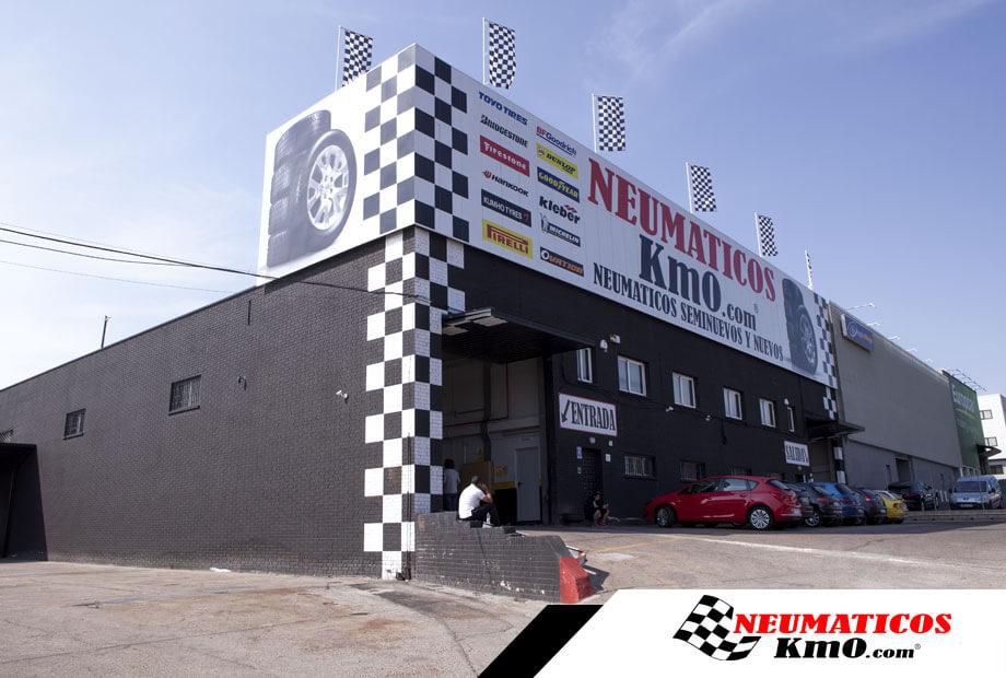 Imagen de un taller de Neumáticos Km0